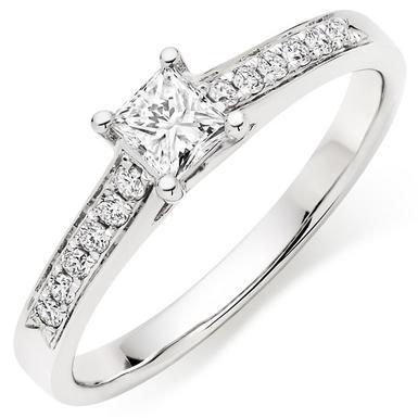 18ct White Gold Diamond Ring